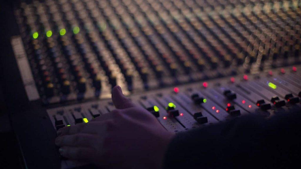 audio 1839162 1280 compressor